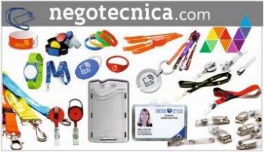 Accesorios para tarjetas, fundas, soportes, yoyos, lanyards, pulseras